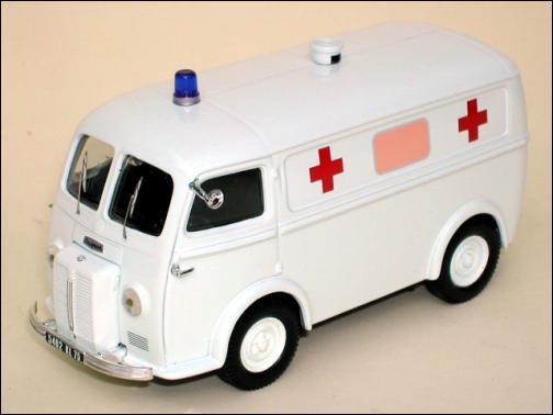 Une ambulance des années 60 :