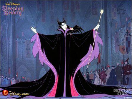 Comment s'appelle la terrifiante fée du mal , toujours accompagnée de son corbeau noir, qui a jeté un mauvais sort à la princesse Aurore ?