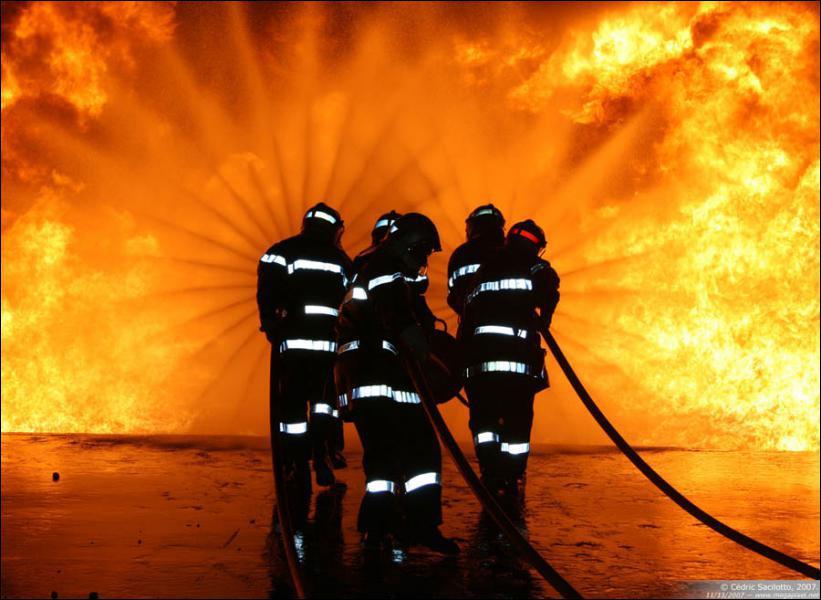 Je sauve des vies et j'éteins des incendies, qui suis-je ?