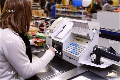 J'encaisse l'argent dans les magasins, qui suis-je ?