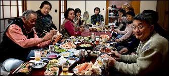 Ce n'est pas un rêve ! ... Je me lève et j'entre dans la pièce où vit une famille japonaise... J'ai envie de leur murmurer : ''EXCUSEZ-MOI'' .