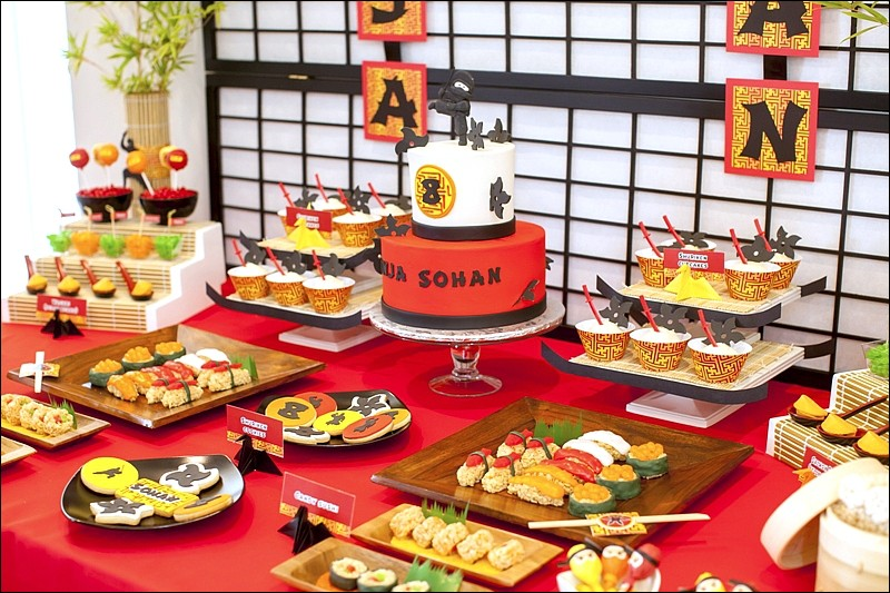 Alors les Nippons me disent que je suis invité chez eux pour fêter le jour de ma naissance et me souhaitent ''BON ANNIVERSAIRE ! ''