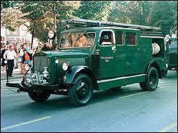 Ce véhicule vert des années 40 nous vient :