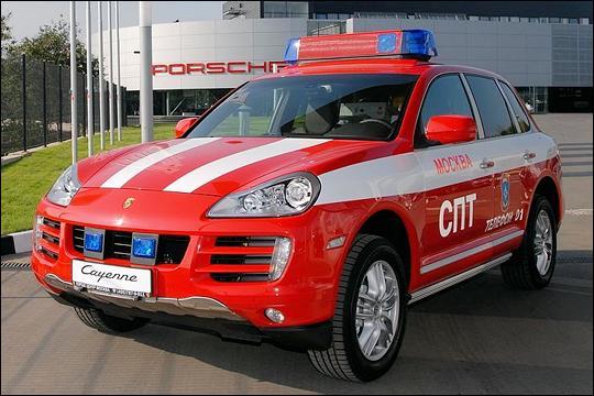 Cette Porsche équipe les pompiers de :