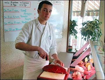 Le boucher vend du merlan :