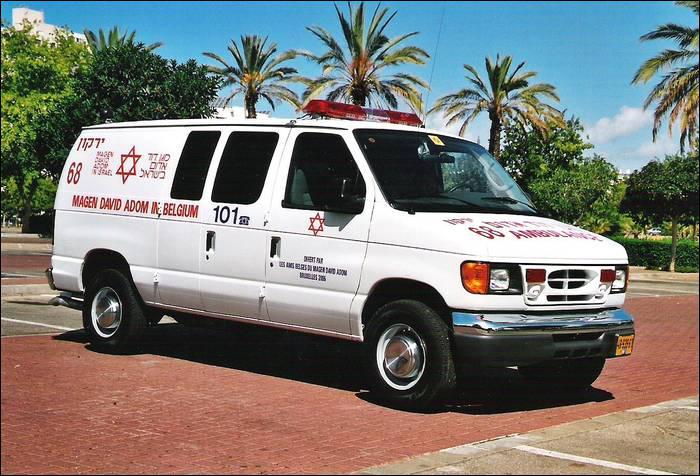 Une ambulance en service en ... .