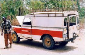 Ambulance africaine (en apparence en panne) du ... .