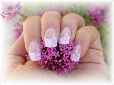 Quel terme désigne la pellicule de peau qui protège l'ongle à sa base et le préserve des infections ?