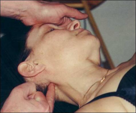 En anatomie, quel mot désigne la partie inférieure et postérieure médiane de la tête, faisant suite à la nuque ?