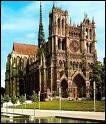 Cette cathédrale se trouve dans une ville du département de la Somme. Quelle est cette ville ?