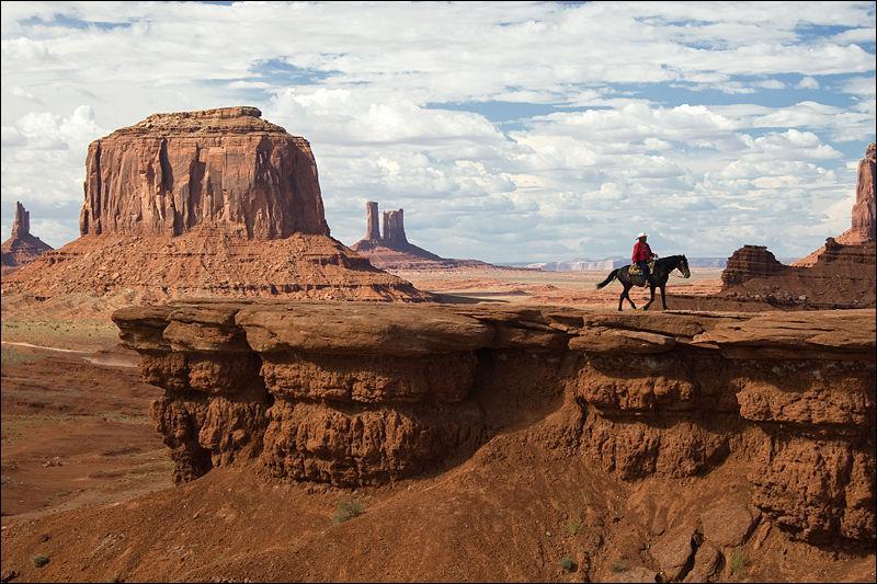 Monument Valley, décor des plus grands westerns, en particulier de John Ford, se trouve dans :