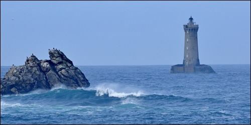 Quelle mer trouve-t-on au large du Finistère ?