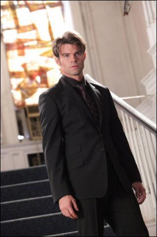 Finalement qui tue Elijah ?