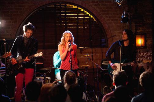 Que chante Caroline dans cet épisode ?