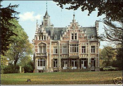 Ce château se nomme 'Château de Liedts'. Ce château est château de :