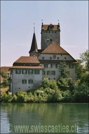 Ce château se nomme 'Château d'Aarwangen'. Ce château est un château :