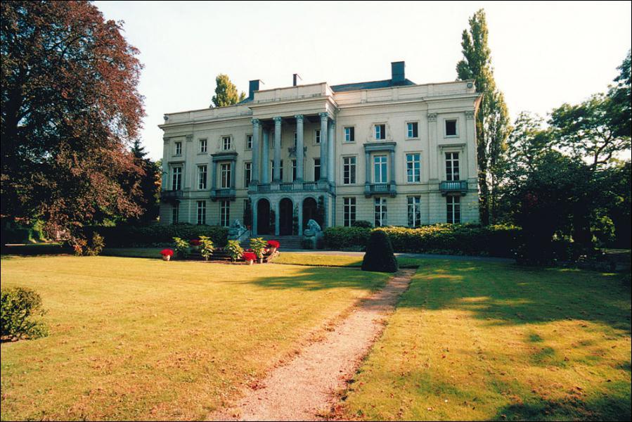 Ce château se nomme 'Château de Bellem'. Ce château est un château de :