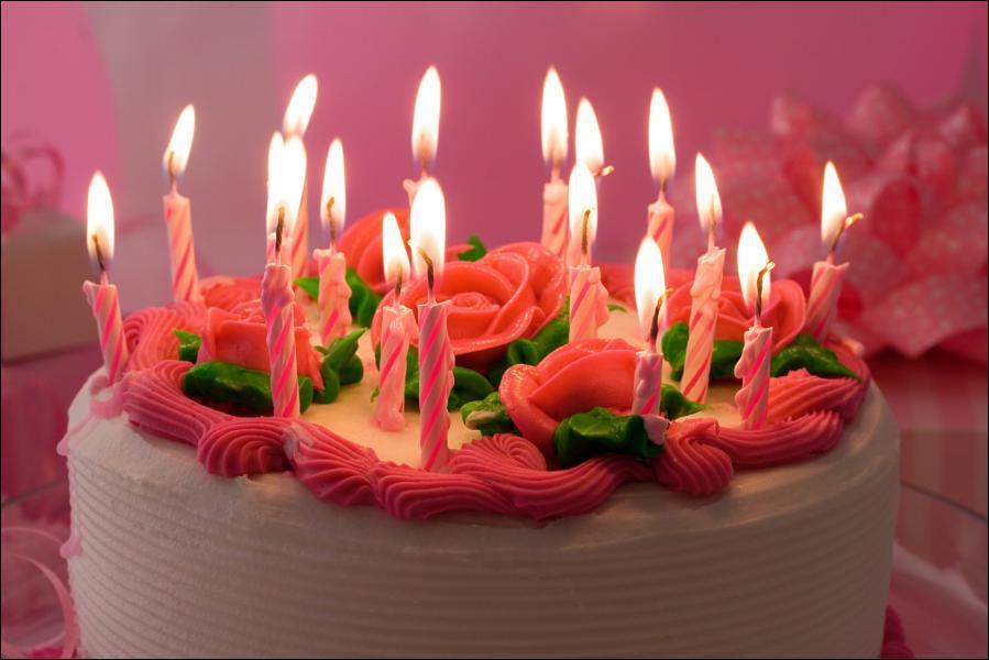 ___ te souhaite un joyeux anniversaire.