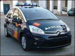 Un Citroën C4 picasso de la police en...