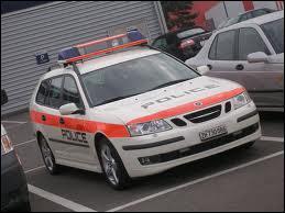 Plus modeste, une Saab de la police...