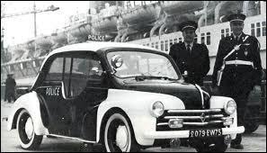 Cette 4cv Renault était utilisée dans les années 50 par la police...