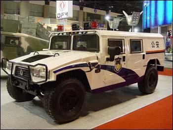 Cet Hummer est un véhicule de la police...