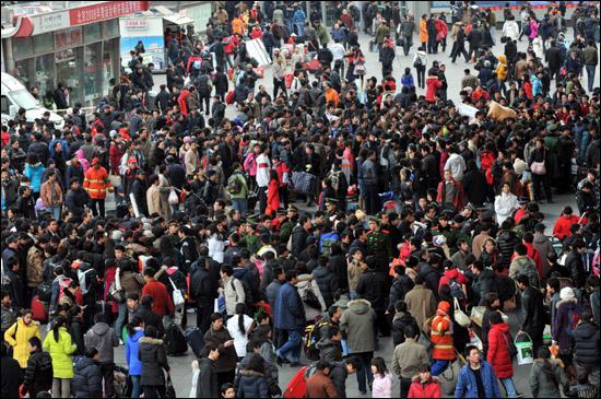 La Chine est le pays le plus peuplé au monde : combien d'habitants compte-t-elle environ ?
