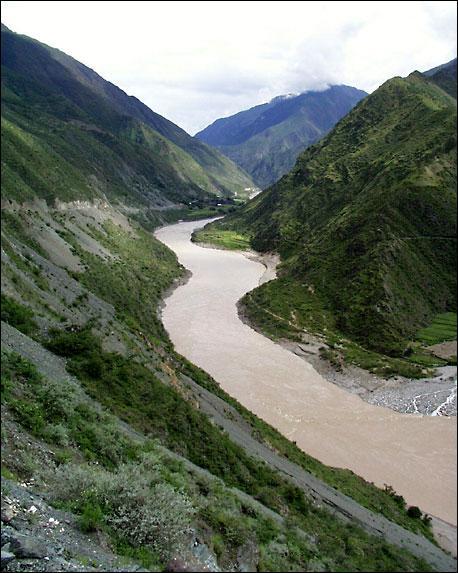 Quel est le grand fleuve entièrement situé en Chine ?