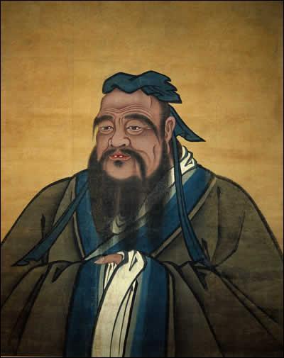 Ce philosophe qui a vécu vers -500 est également appelé Maître K'ong. Il pense que seule la vertu des individus peut transformer l'Etat.