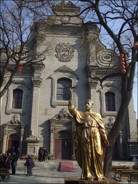 Voici la cathédrale de l'Immaculée Conception à Pékin : sur les 1, 3 milliard de Chinois, combien sont catholiques ?