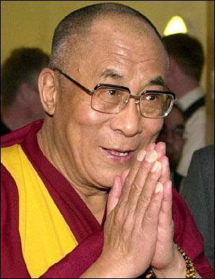 Le Dalaï-Lama actuel, chef spirituel bouddhiste et chef du gouvernement tibétain en exil, vit aujourd'hui en Inde : quel est son vrai nom ?
