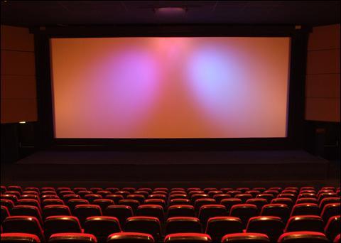 _______________, je suis allée au cinéma.