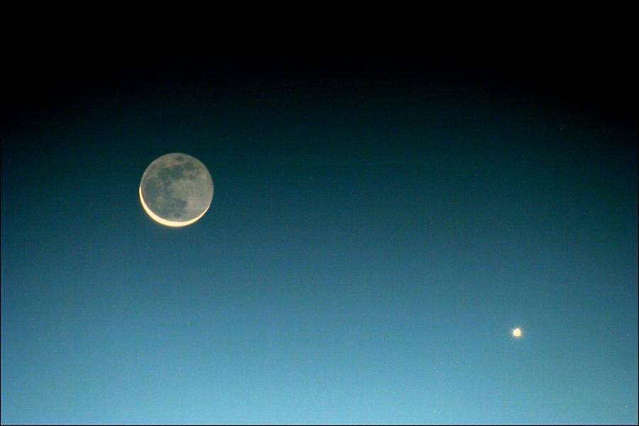 _______________, on partira peut-être en vacances sur la Lune.