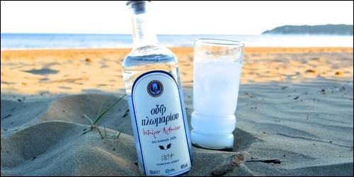 De quelle origine est l'ouzo, boisson alcoolisée ?