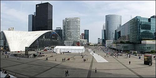 Quel est le plus grand quartier d'affaires moderne d'Europe ?