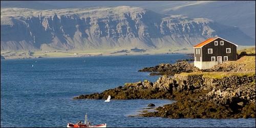L'essentiel des ressources de ce pays vient de la mer. De quel pays s'agit-il ?