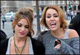 Avec qui Miley a-t-elle tourné le film 'Lol' ?