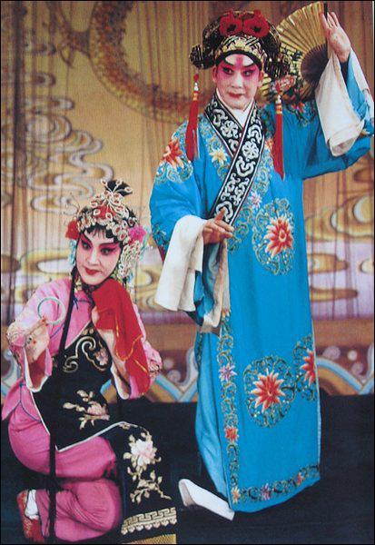 L'opéra de Pékin est un spectacle né au 18ème inspiré du folklore chinois. Quelle est son autre particularité ?