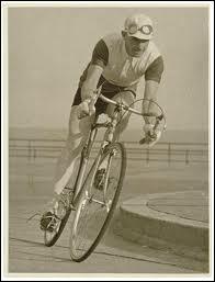Premier australien à participer au tour de France en 1928... .