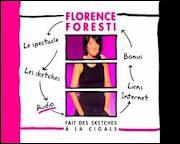 Dans 'Florence Foresti fait des sketches à la Cigale', qu'a-t-elle sur la tête durant le sketch 'J'aime pas les garçons' ?