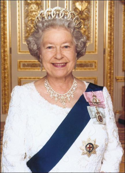 En quelle année la reine Elisabeth II est-elle montée sur le trône ?