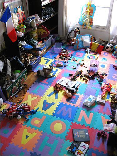 J'ai _____ de jouets dans ma chambre !