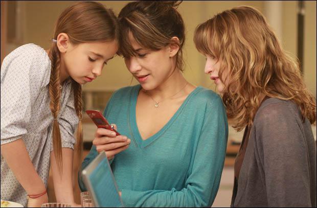 Qui est la petite fille à gauche ?
