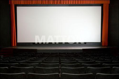 Dans l'ouest, à Lorient, combien de films un habitant voit-il en moyenne par an ?