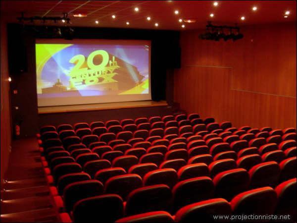 Dans l'ouest, à Rennes, combien de films un habitant voit-il en moyenne par an ?