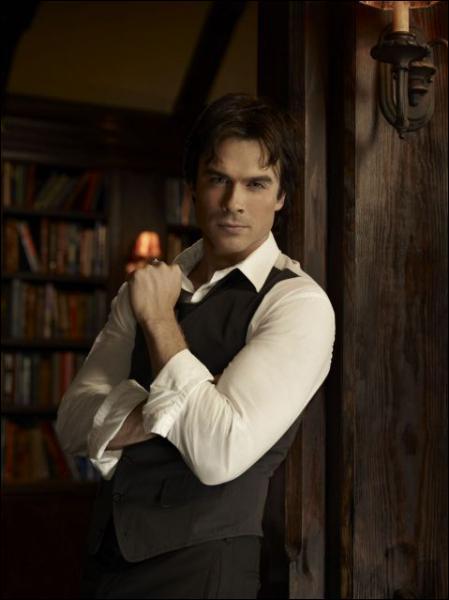 Qui Damon hypnotise-t-il au début de la saison 1 ?