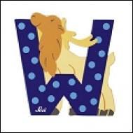 Dans l'alphabet, Q est _____ W.