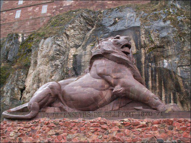 Ce lion se trouve dans ... . .