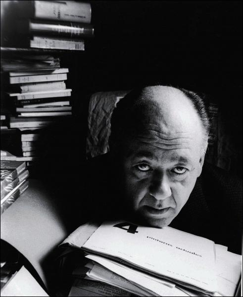 Auteur d'origine roumaine, il a fait une satire du fascisme dans sa pièce 'Rhinocéros'.