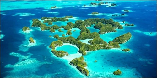 Comment s'appelle l'archipel du Pacifique qui rassemble plus de 2 000 îles ?
